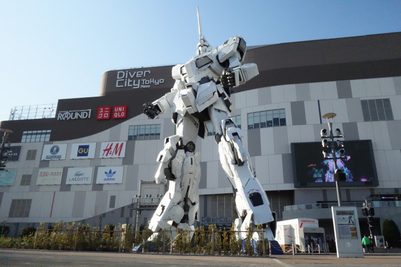 The new (2018) Gundam statue at Odaiba Diver City mall